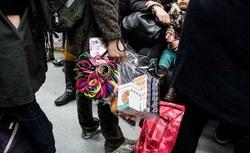 درآمدهای میلیونی دستفروشان مترو زیر سایه بی توجهی مسئولان شهری