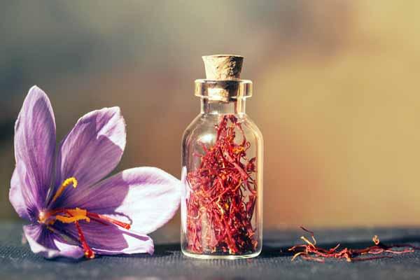 زعفران سرفه را درمان می کند