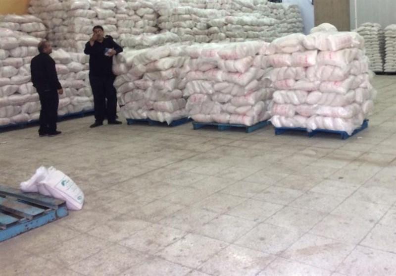 کشف بیش از ۲ هزار کیسه برنج تقلبی در یکی از فروشگاههای معروف تهران