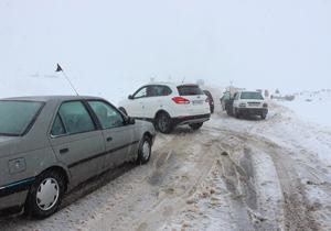 برف راه ۳۵ روستای بروجرد را مسدود کرد