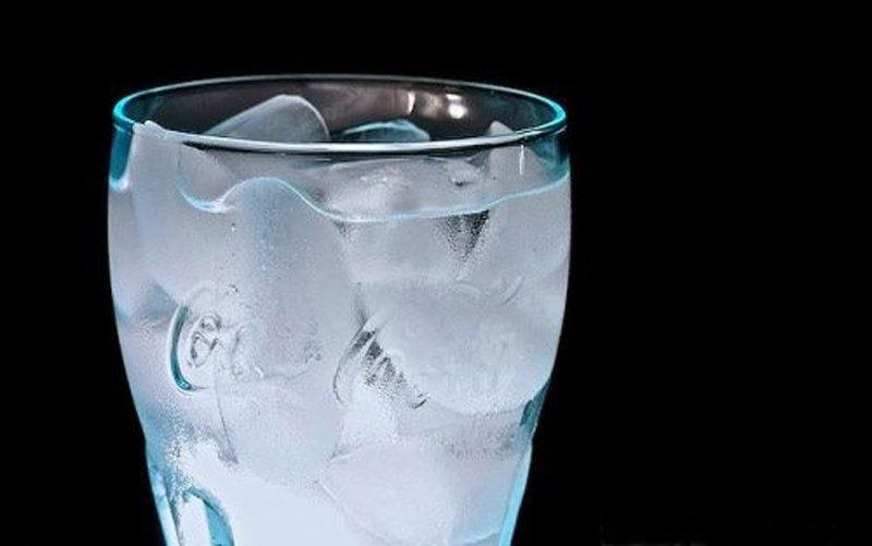عوارض آب یخ بر سلامتی بدن