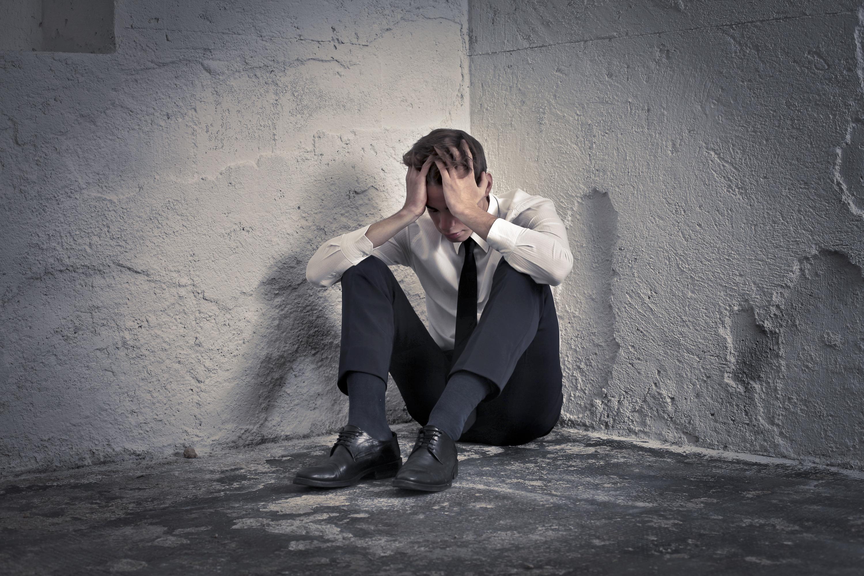 چطور غم و اندوه را شکست بدهیم؛ ۸ روش برای مدیریت غم و اندوه و رهایی از آن