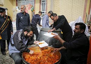 توزيع غذای گرم حوزه خدمات اجتماعی حرم به زلزله زدگان شيراز