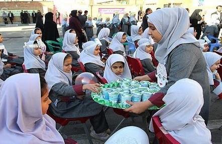 توزیع شیر رایگان در بین ۵ هزار دانش آموز درشهرستان مهران