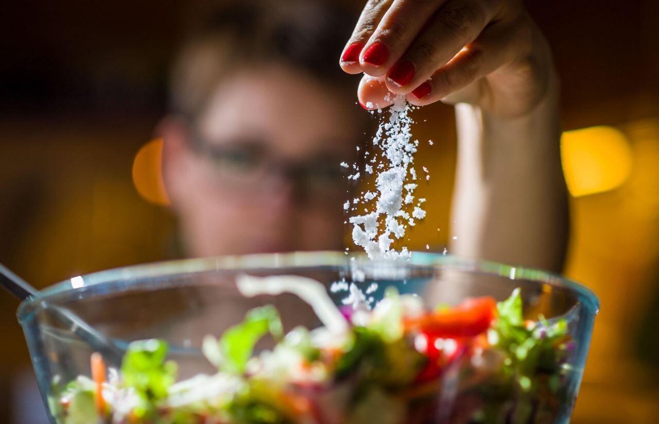 ولع مصرف نمک نشانهای از چه بیماریها و وضعیتهای بدن است؟