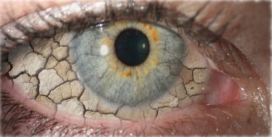 ۸ اتفاق رایجی که برای چشمهایتان میافتد و دلایل پشت آنها