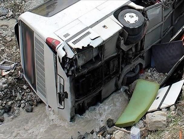 واژگونی اتوبوس با ۲۳ مصدوم و فوتی در محور تبریز-صوفیان
