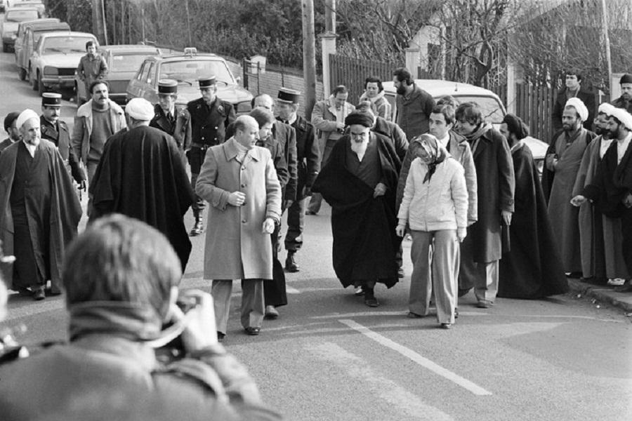 روایت مهماندار هواپیما از آرامش امام در هنگام ورود به ایران