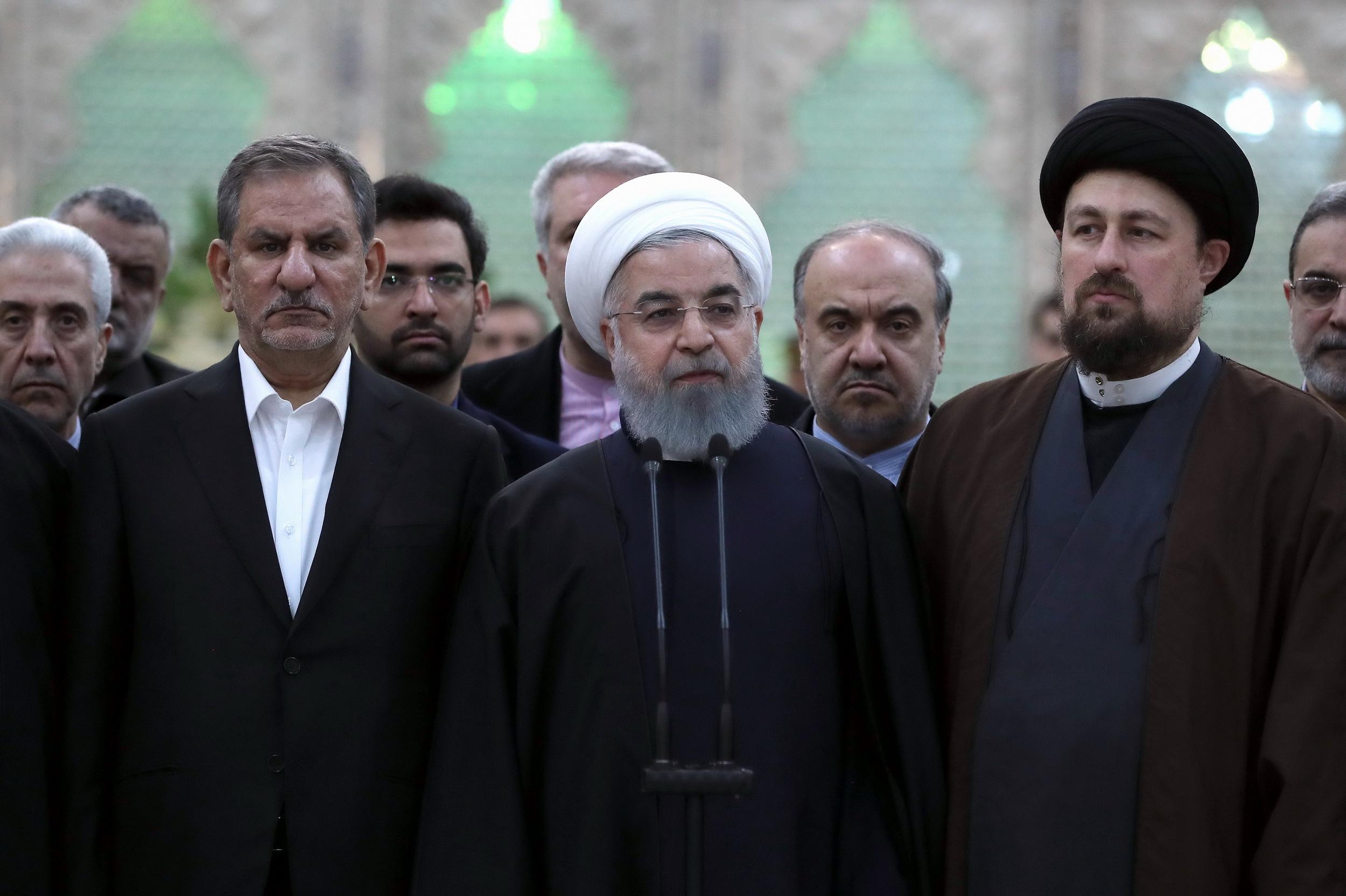 امام خمینی به ما یاد داد که باید با تکیه بر مردم با ابرقدرتها مبارزه کرد
