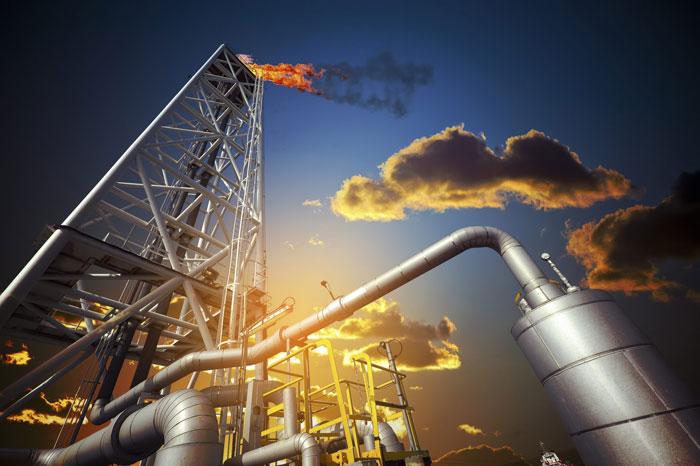 صنعت نفت همپای انقلاب / توسعه همه جانبه میدانهای نفت و گاز بعد از انقلاب
