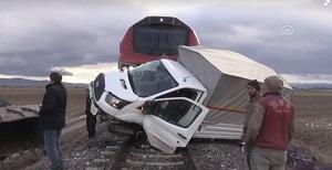 تصادف وحشتناک قطار با خودرو!