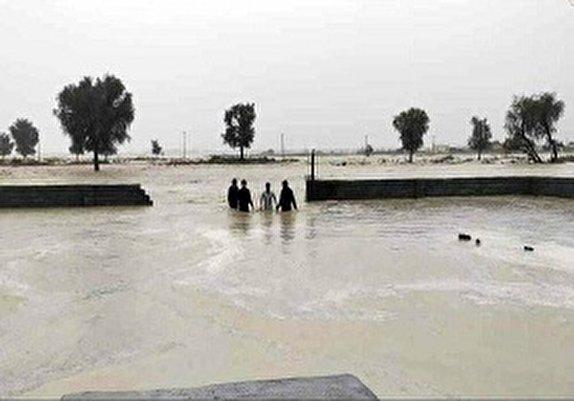 باشگاه خبرنگاران - کمک دهیاران و کارکنان بخشداری مرکزی قزوین به سیل زدگان
