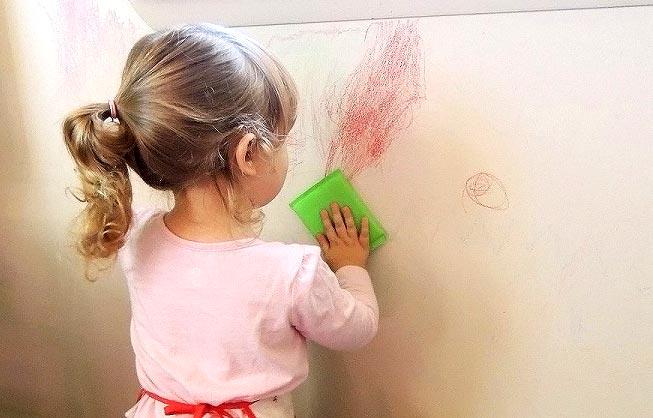 روشهای از بین بردن لکه جوهر و خودکار از دیوار
