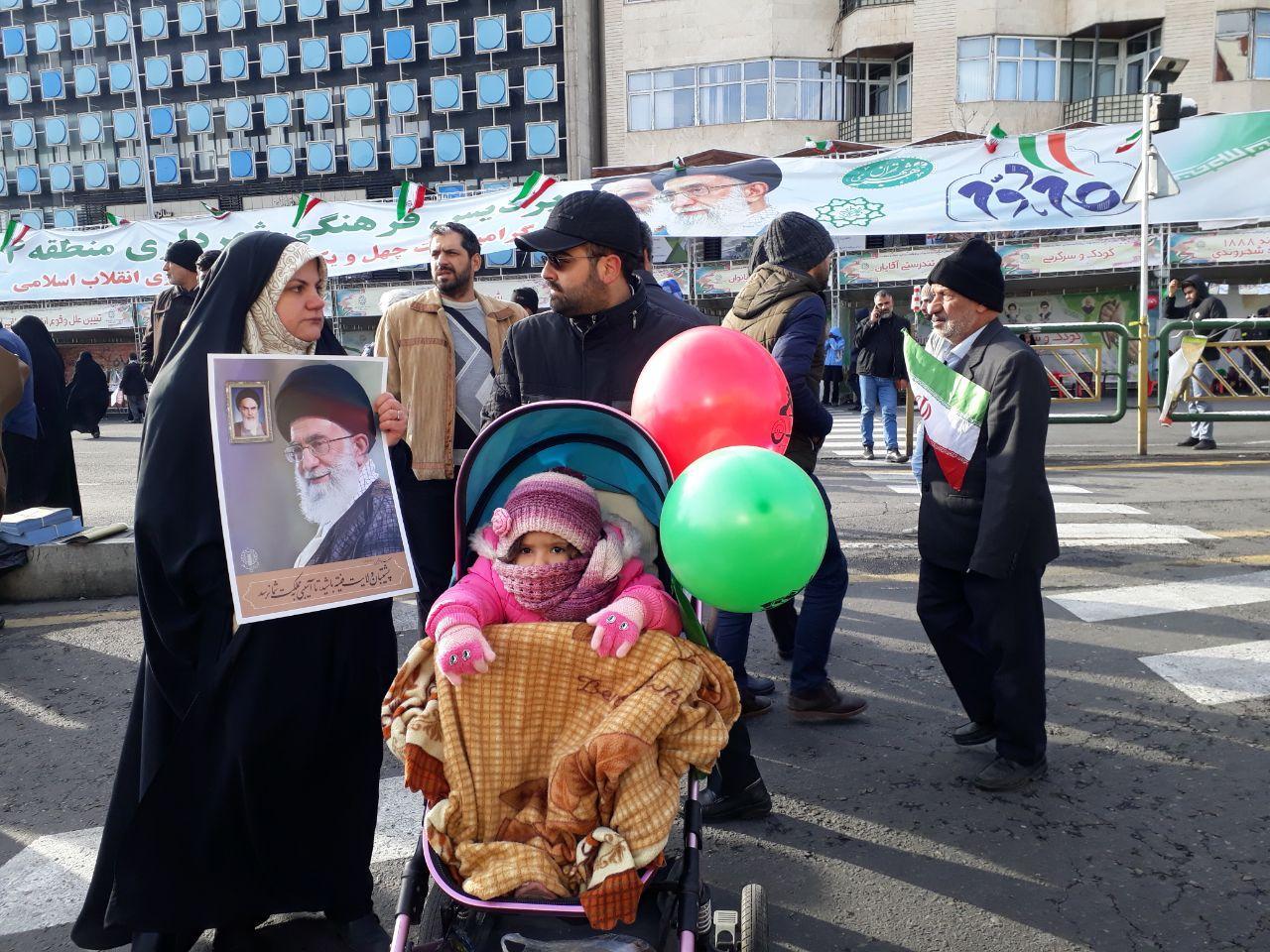 حضور پرشور مردم در راهپیمایی ۲۲ بهمن