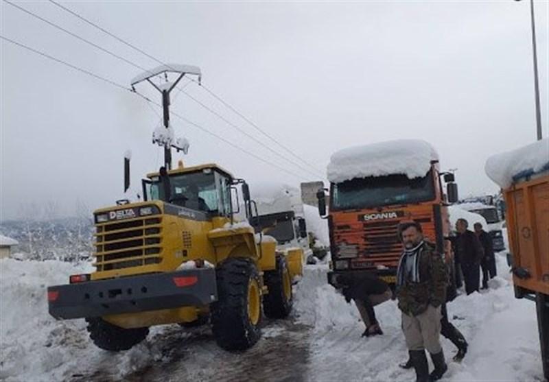 ۱۲۰ خودروی کمکدار سپاه گیلان به مردم آسیبدیده در برف امدادرسانی کردند