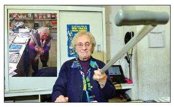 غافلگیری سارق با ضربههای کاریِ مادربزرگ شجاع!
