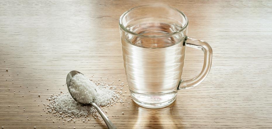 آب و نمک قرقره کردن