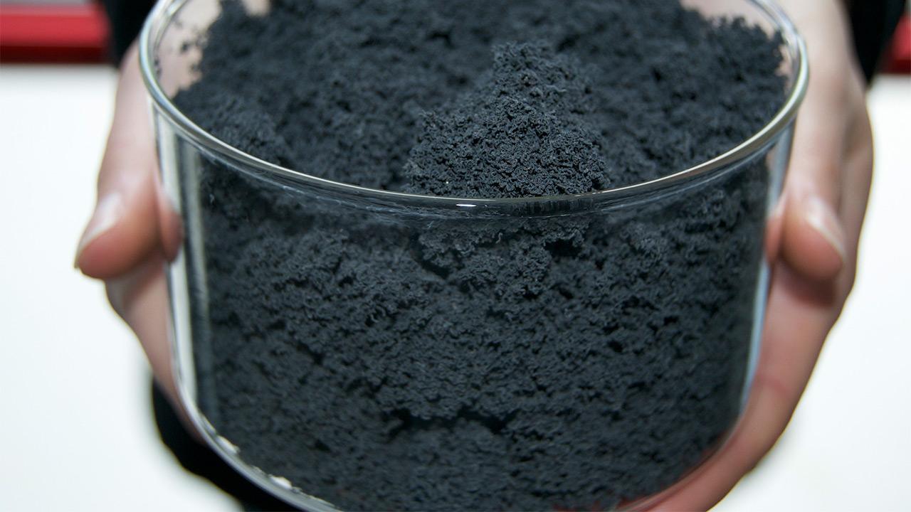 استفاده از جاذب نانو برای زدایش نفت از محیطزیست