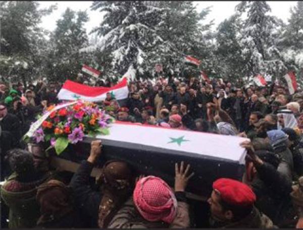 مراسم تشییع پیکر نوجوان سوری که به دست نظامیان تروریست آمریکایی کشته شد + تصاویر
