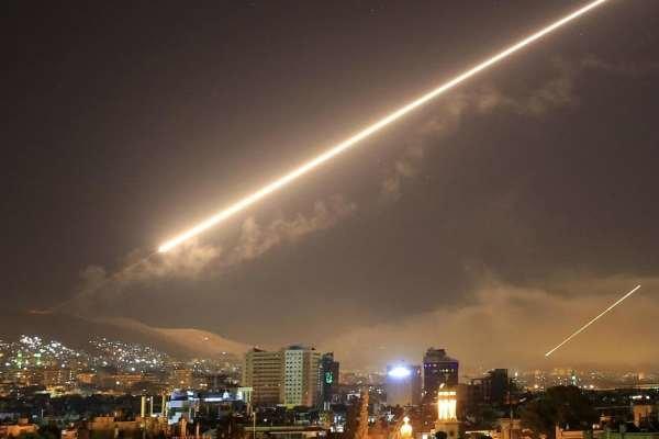 مقابله پدافند هوایی سوریه با موشکها در آسمان دمشق