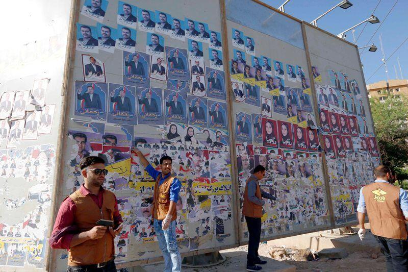 چسباندن پوستر داوطلبان انتخابات بر روی محلهای مجاز سطح شهرها