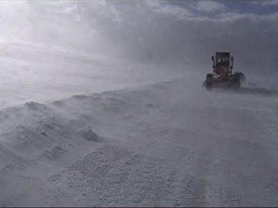 برف و کولاک و گرفتار شدن مسافران در جاده مهاباد_بوکان + فیلم