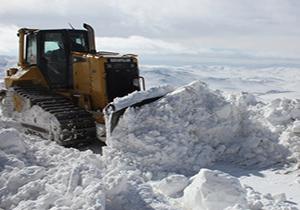 کمک رسانی  ارتش  به مسافران گرفتار در برف  چاراویماق و هشترود