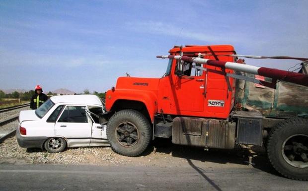 برخورد یک دستگاه خودروی پراید با کامیون یک کشته بر جا گذاشت