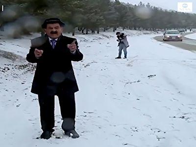 حمله با گلولههای برفی به کارشناس هواشناسی + فیلم