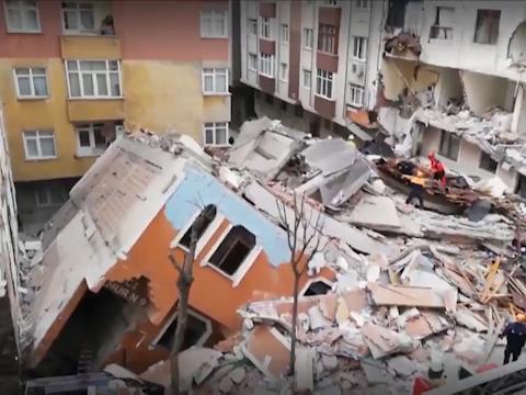 فروریختن یک ساختمان ۷ طبقه در استانبول + فیلم