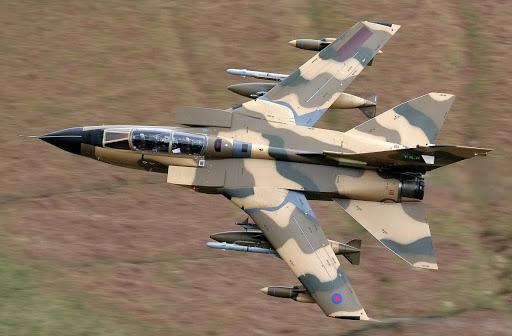ساقط شدن جنگنده رژیم سعودی در آسمان یمن