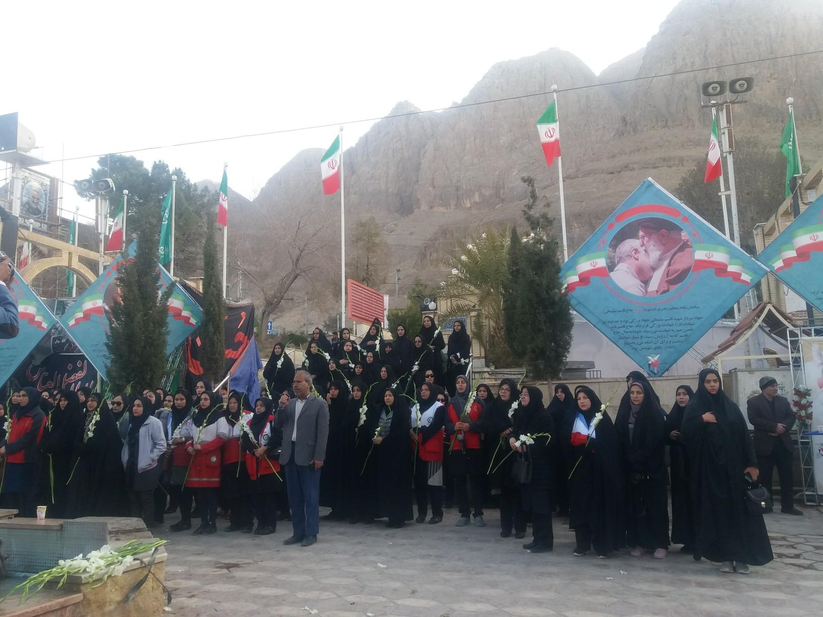 آغاز هفته بانوان با حضور بانوان در گلزار شهدای کرمان