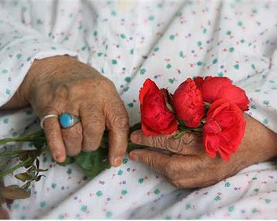 دیدار مدیر کل سازمان بهزیستی استان آذربایجان شرقی با مادران سالمند به مناسبت روز مادر