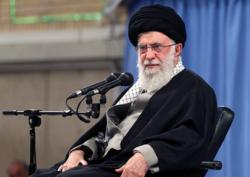شعرخوانی احمد بابایی در حضور رهبر انقلاب از سپهبد شهید قاسم سلیمانی