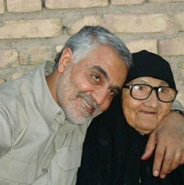 ارادت و خضوع سردار دلها به مادرش / رضایت نامه کتبی سردار جهان از مادرش