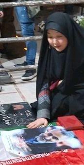 عکسی از حضور بانوی مسلمان ژاپنی بر سر مزار شهید سردار سلیمانی