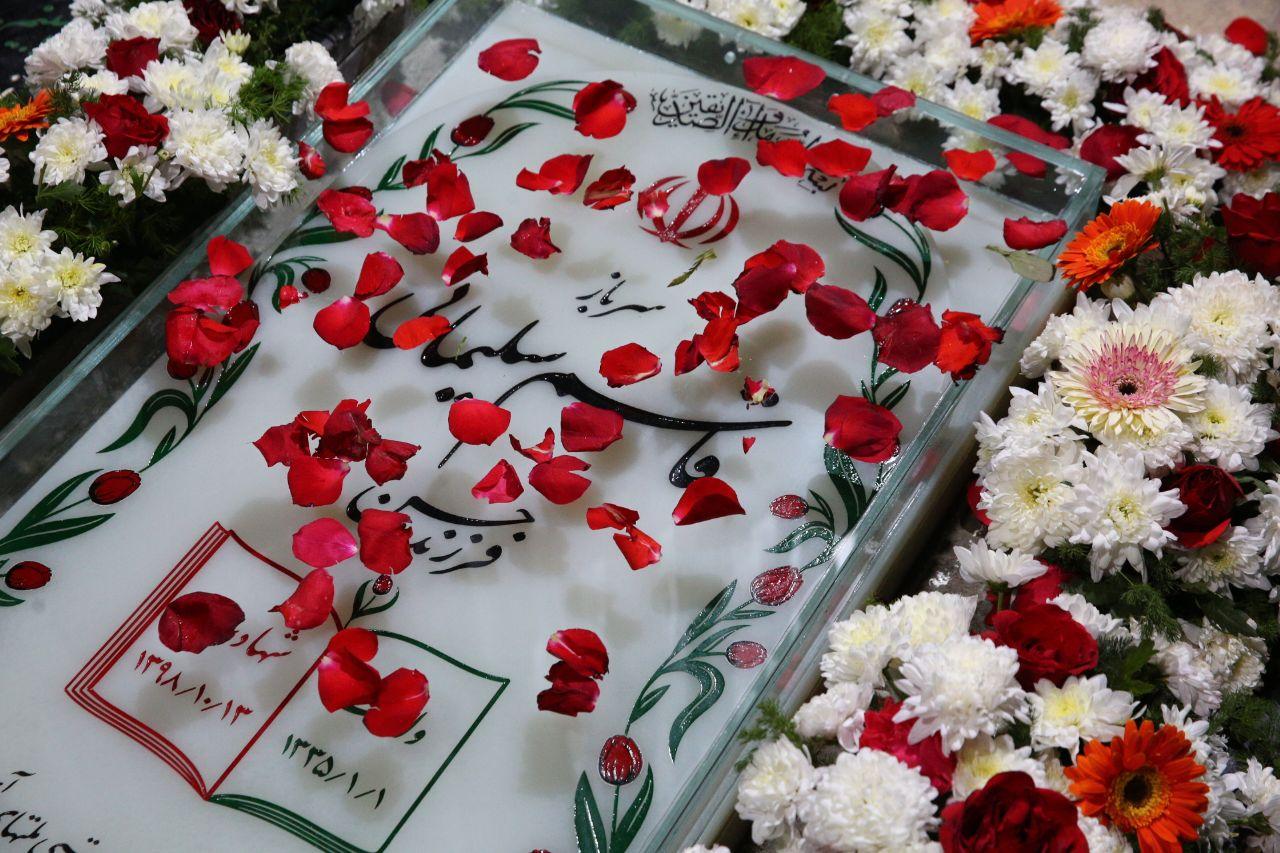 سحرگاه امروز؛ تصویری از سنگ جدید مزار شهید سپهبد قاسم سلیمانی