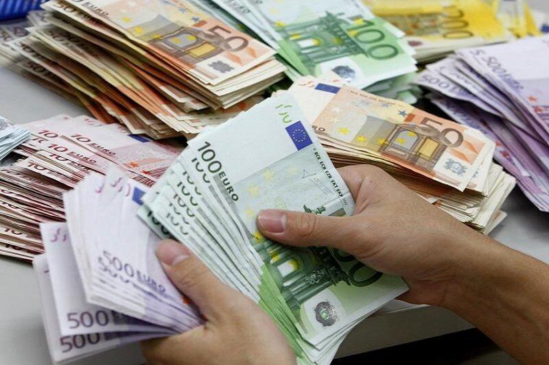 نرخ ارز آزاد در ۲۷ بهمن / دلار ۱۳ هزار و ۸۴۰ تومان شد