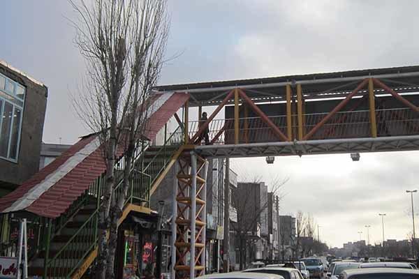 برخورد خودرو با پل عابر پیاده یک کشته برجای گذاشت