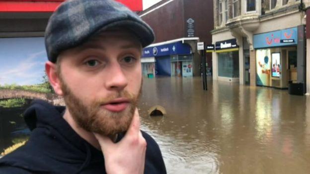 ادامه سیل و توفان در انگلیس+ تصاویر