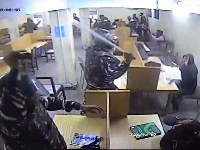 ضرب و شتم قرار دادن دانشجویان در پلیس توسط پلیس + فیلم
