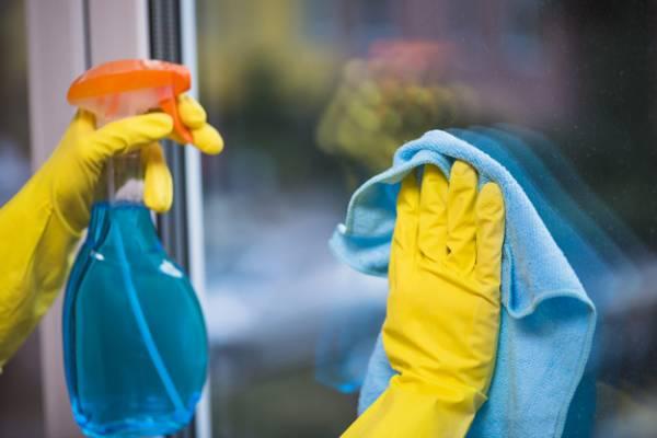 شیشه پاک کن را برای تمیزی منزل و خانه تکانی چند بخریم؟