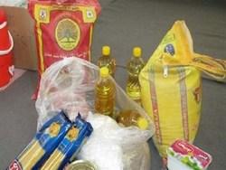 تزیع بستههای غذایی بین نیازمندان در زنجان