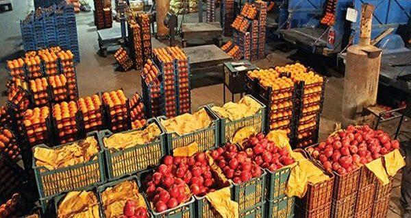 تحولات بازار میوه و تره بار در روزهای پایان هفته/  موز گران شد عرضه پیاز نو اواخر بهمن به بازار