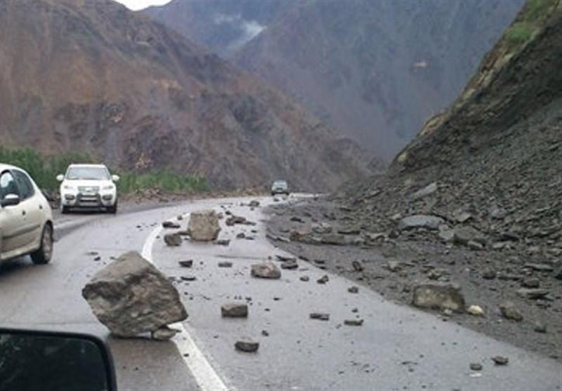 فوت یک راننده براثر ریزش سنگ