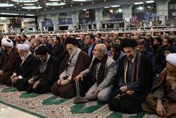 ادعای کذب خبرنگار ضدانقلاب برملا شد/ ماجرای حضور دکتر باقی در نماز جمعه تهران کنار رهبر انقلاب چه بود؟