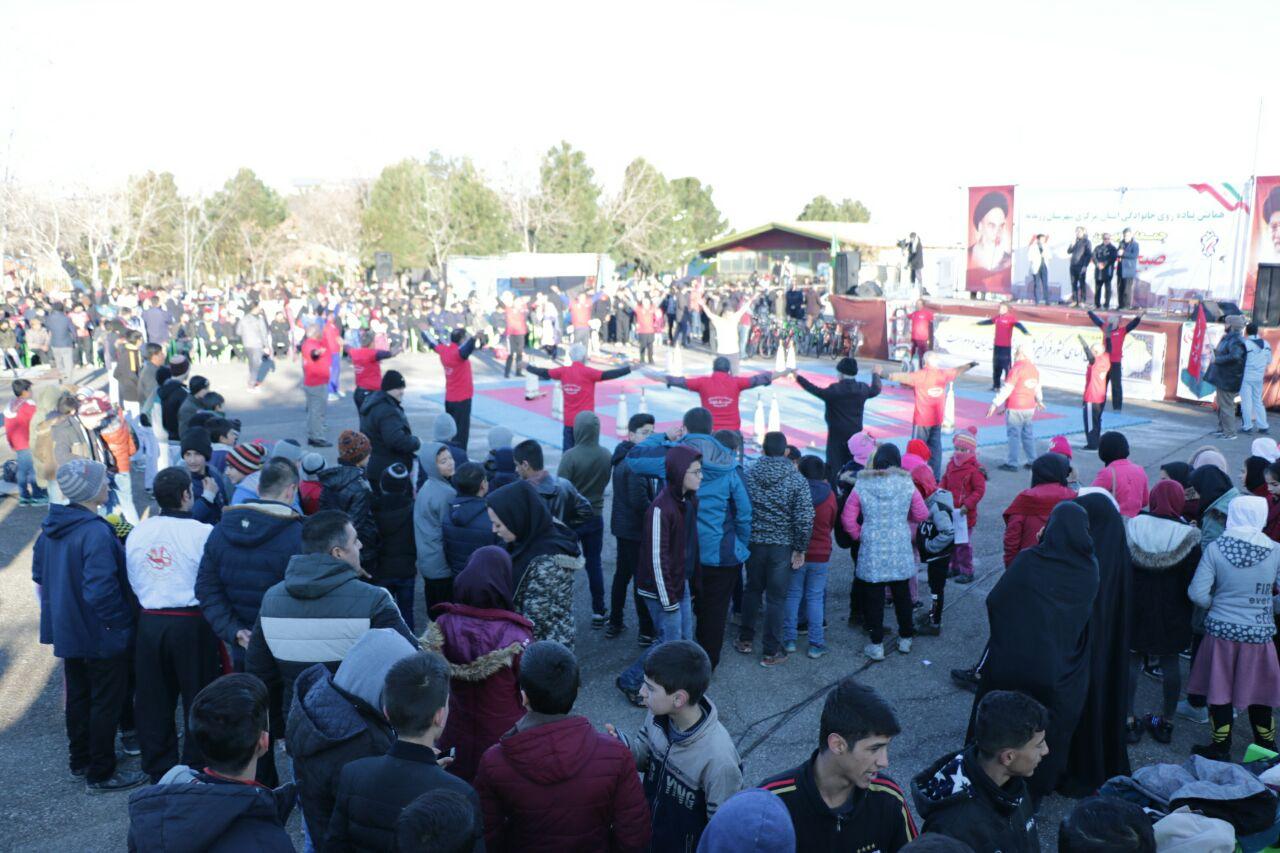 برگزاری همایش پیاده روی خانوادگی در شهرستان زرندیه