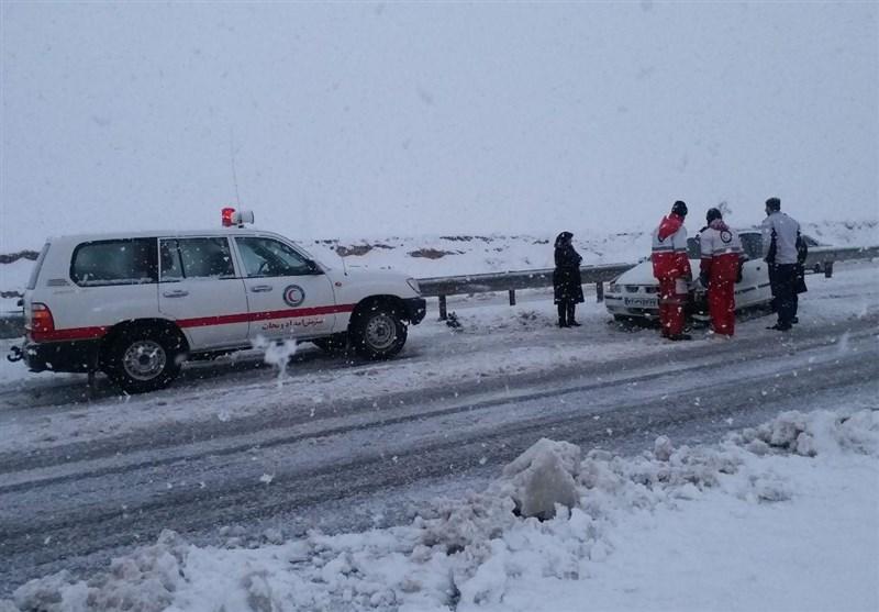 استقرار آمبولانسهای جدید اسدآباد در مناطق صعبالعبور و برفگیر