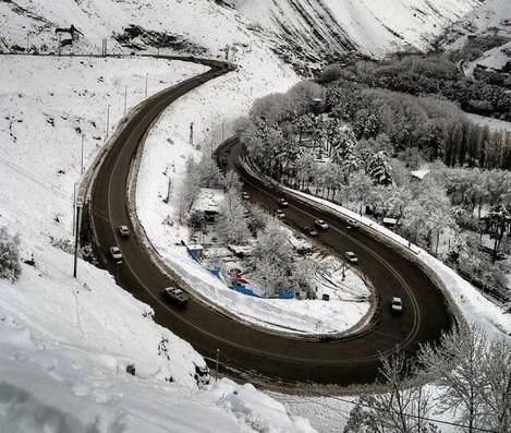 بارش برف و باران در جادههای ۱۲ استان ادامه دارد