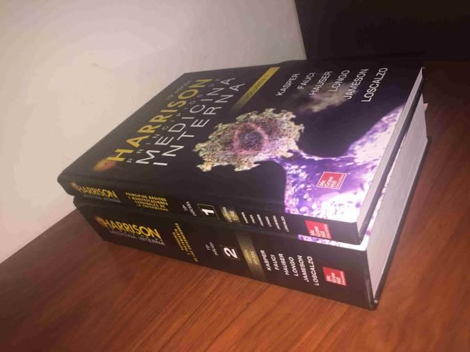 کتاب سوزی به سبک داعشیها/ وقتی مدعی طب سنتی مرجع پزشکی را میسوزاند